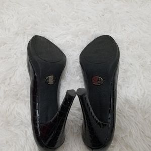 Stuart Weitzman Shoes - Stuart Weitzman Pumps, 7.5 M